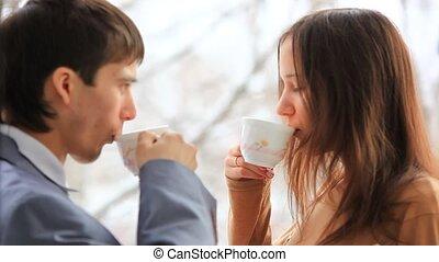 premier plan, café, business, work., tasse, regard, changements, gens, foyer, arrière-plan., fenêtre, chaque, hd., boire, autre, smile., 1920x1080, yeux
