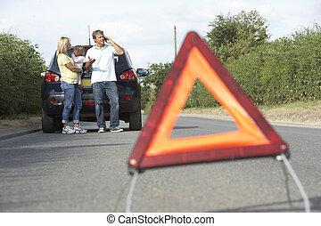 premier plan, famille, pays, signe danger, bas, cassé, avertissement, route