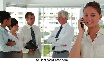 premier plan, gens, téléphone, affaires conversation, femme