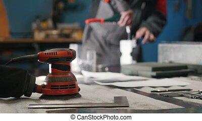 premier plan, montage, ouvrier métal, émoulage, brouillé, ...