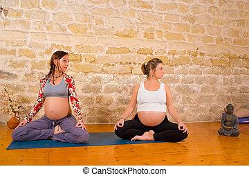 Prenatal yoga - Serenity and joy at prenatal yoga exercises