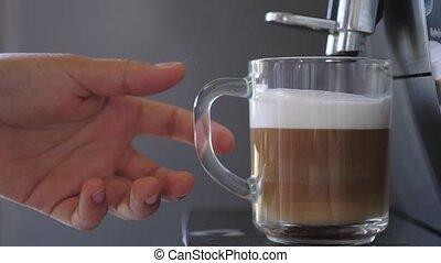 prend, dehors, mains, latte, café, femme, coffemaker, ...
