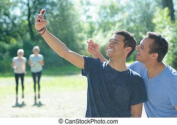 prend, selfie, geste, confection, ami, homme