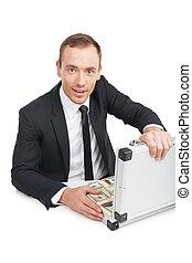 prendendo dinheiro, homem negócios, feliz, jovem, isolado, sentando, businessman., mala, cheio, tabela, branca, ricos, formalwear, enquanto