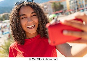 prendre, américain, course, adolescent, africaine, mélangé, girl, selfie