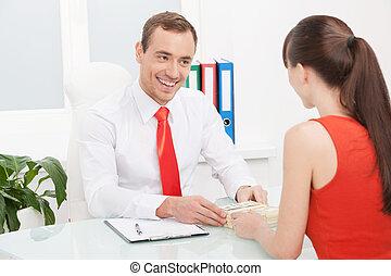 prendre, bribe., gai, jeune, homme affaires, prendre, argent, depuis, les, jeune femme, séance, devant, lui, bureau