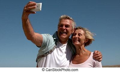 prendre, couple, selfie, personne agee