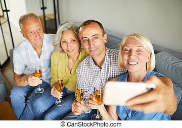 prendre, fête, selfie, personne agee, gens