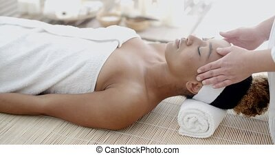 prendre, femme, massage tête