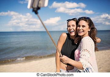 prendre, femmes échouent, selfie, heureux