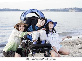 prendre, frère, handicapé, soeurs, plage, soin