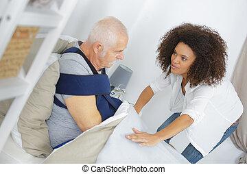 prendre, infirmière, souffrance, soin patient, personne agee, maison