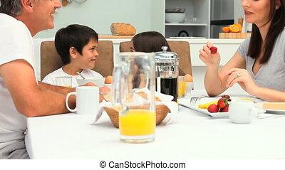 prendre, petit déjeuner, famille