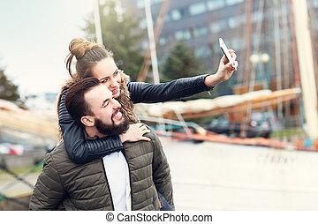 prendre, selfie, couple, jeune
