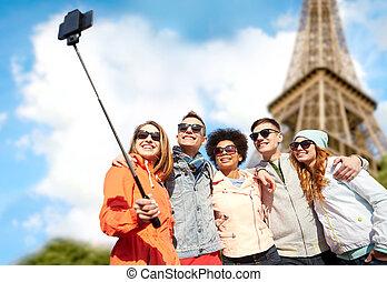 prendre, selfie, smartphone, amis, sourire