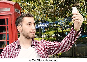 prendre, selfie, smartphone., homme