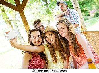 prendre, smartphone, filles, selfie, pub