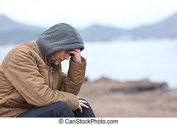 preoccupato, adolescente, tipo, spiaggia, in, inverno