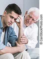 preoccupato, suo, padre, confortevole, figlio