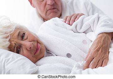 preocupado, marido, confortando, esposa