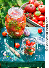 Preparation for canned tomatoes in summer