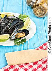 Prepared mussels in a plate