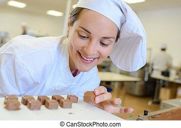 preparing caramel bars