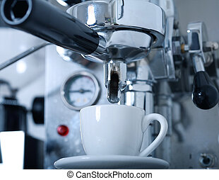 Preparing coffee with coffemaker