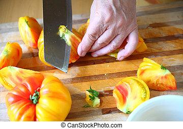 Preparing heirloom tomatoes