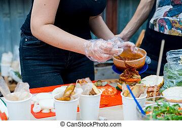 Preparing huge hamburger