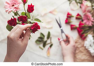 Preparing red roses