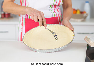 preparing tart