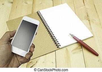 presa a terra, smartphone, quaderno, fondo, mano