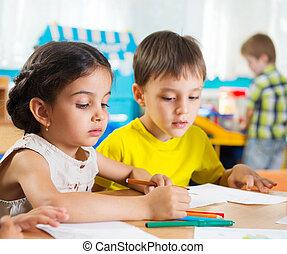 preschoolers, mignon, dessin, coloré, crayons