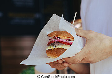 prese, hamburger, fondo, mani, caffè, uomo