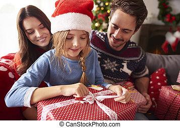 presenta, natale felice, famiglia, apertura