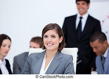 presentación, de, un, joven, equipo negocio
