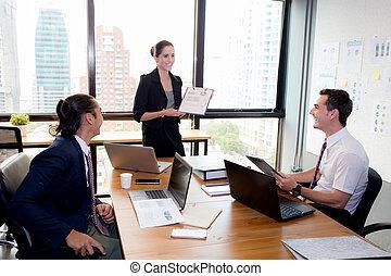 presentación, mujer de negocios, grupo, meeting.