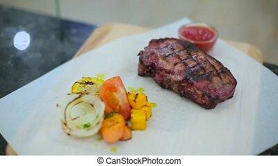 Presentation of steak with vegetables