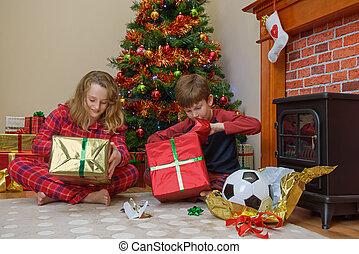 presentes, manhã natal, crianças, abertura