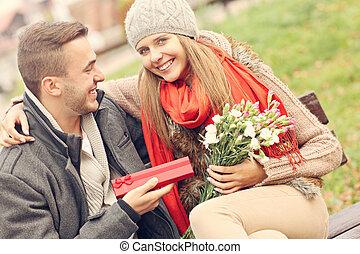 presentes, par, parque, romanticos