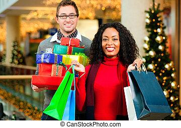 presentes, pareja, centro comercial, navidad