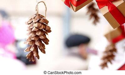 presents, конус, сосна, подвешивание