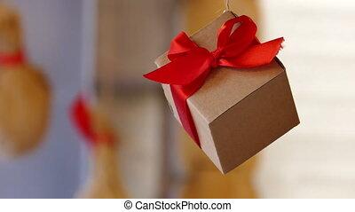 presents, cones, сосна, подвешивание