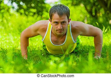 press, gräs, ung man, ups