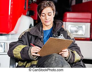 presse-papiers, firewoman, contre, camions, écriture