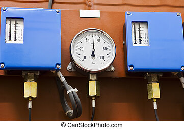 Pressure gauge an pressure controllers
