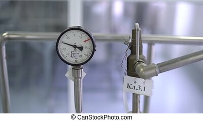 The arrow of a pressure gauge, the measurement data
