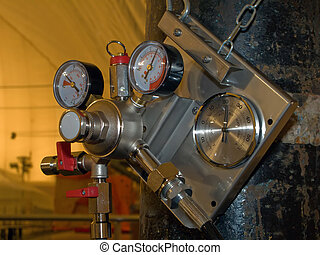 Pressure gauge on tank - Pressure gauge or manometer on gas...
