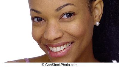 pretas, mulher sorridente, closeup